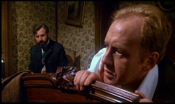 Holmes en proie à des cauchemars terribles et au manque de cocaïne.