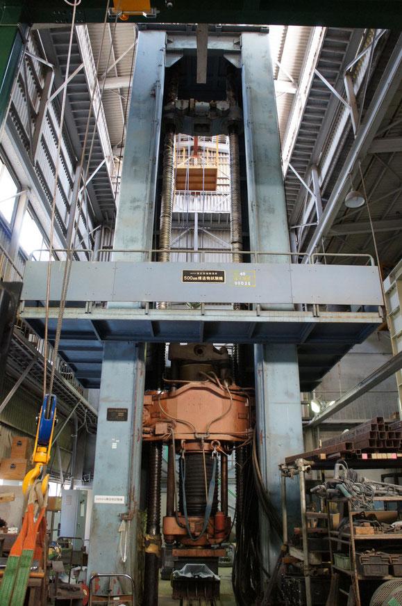 500トン構造物試験機