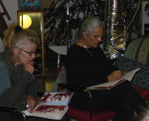 Corina und Rosmarie (rechts) beim Portraitieren 2014