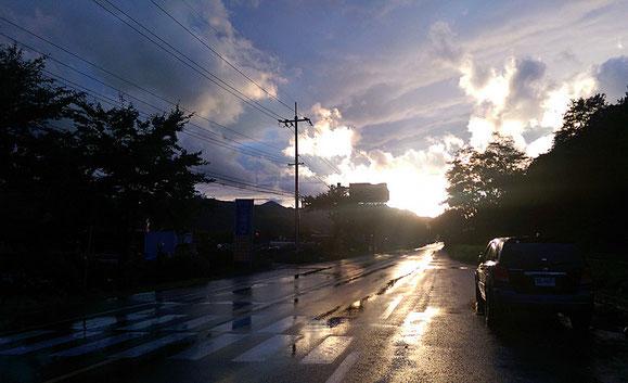 Nur einen Tag und eine Nacht gibt es heftigen Regen und Wind. Sonst superschönes Herbstwetter.