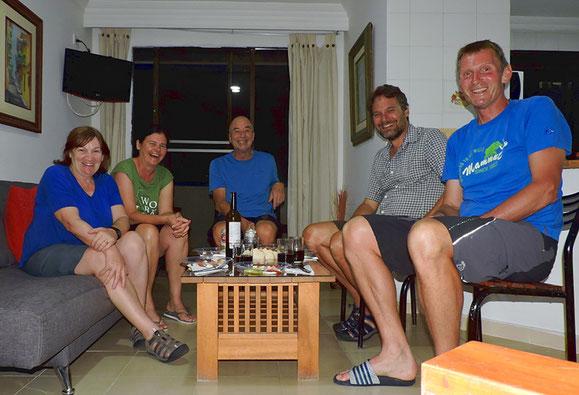 Fünf Schweizer Velofahrer - Lydia und Reto, herzlichen Dank für das Abschiedsessen!