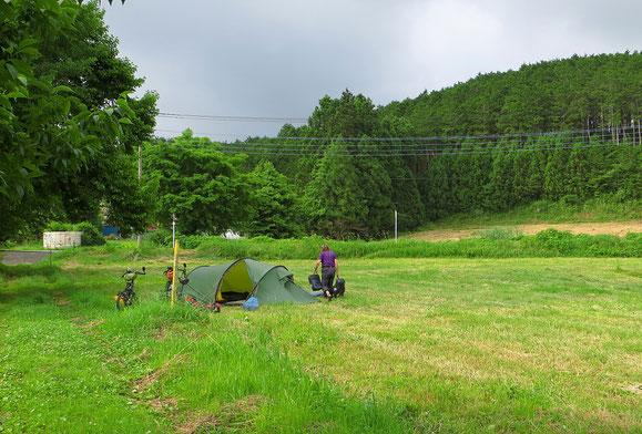 Zelten am Fusse des Fujiyamas.