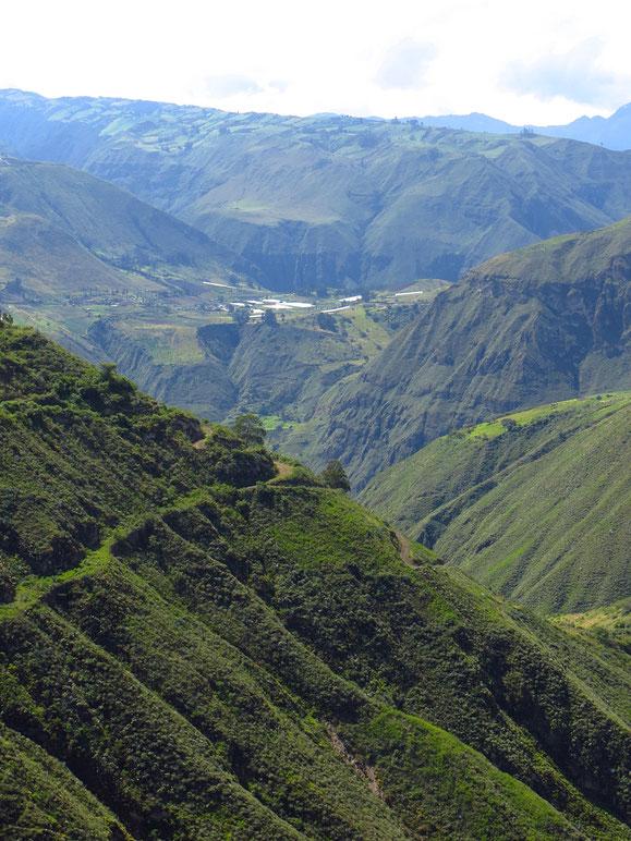 Ecuador ist sehr bergig, zum Velofahren eine echte Herausforderung.
