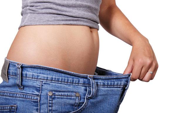 Wenn die Hose zu weit wird spricht dies oft für Gewichtsreduktion.