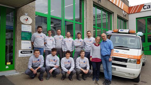 Das Team der Glanzmann Carrosserie AG in Menznau setzt auf den 2K Ultra Air Clear von Lesonal.