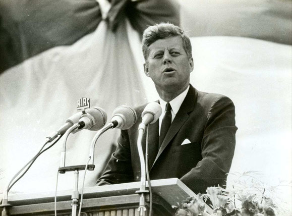John F Kennedy / Speech / Orator / Privileged / Former President of the United States of America / Berlin / Big Mass