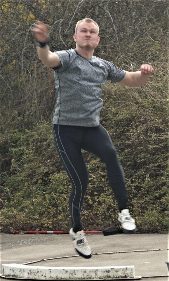 Bastian Küver mit kräftigem Ausstoß!