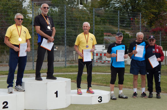 Walter Held (2. v. r.) und Kurt Büttler (3. v. r.) bei der Siegerehrung.