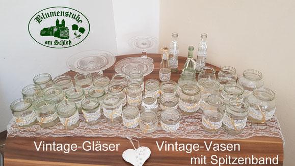 Vintage Gläser und Vasen für Hochzeitstafel, auch zum Ausleihen, zusammen mit einer Blumenlieferung zur Hochzeit, Kerstin Haese Blumenstube am Schloss in Welterbestadt Quedlinburg Harz