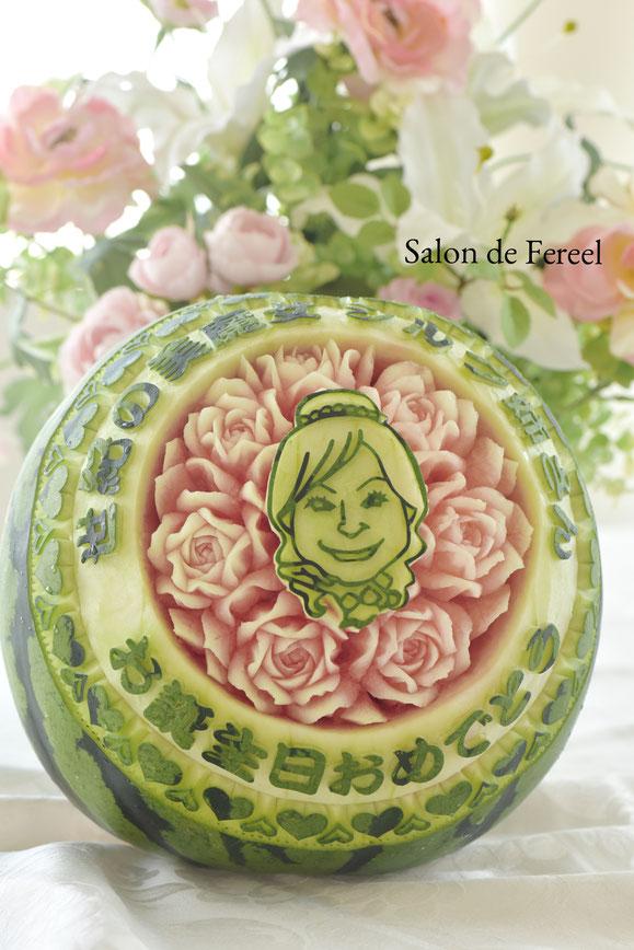 カービング スイカ 教室 フルーツ 彫刻 大阪 オーダー 似顔絵 シルク姉さん