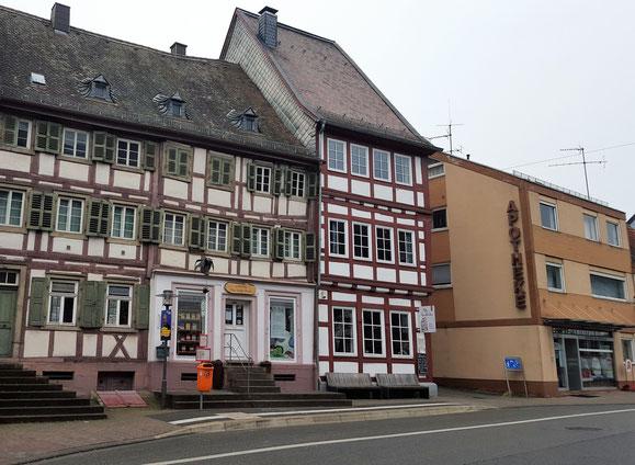 2015,  Die Passage heute, Haus Ferkel mit Buchhandlung, Alte Apotheke Bistro, Bild: H.Forsch