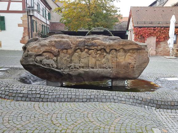 Brunnenstein Südansicht - Relief Einzug der Wallonen 1579