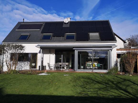 SunPower Module auf einem Einfamilienhaus in der Metropolregion Nürnberg ©iKratos