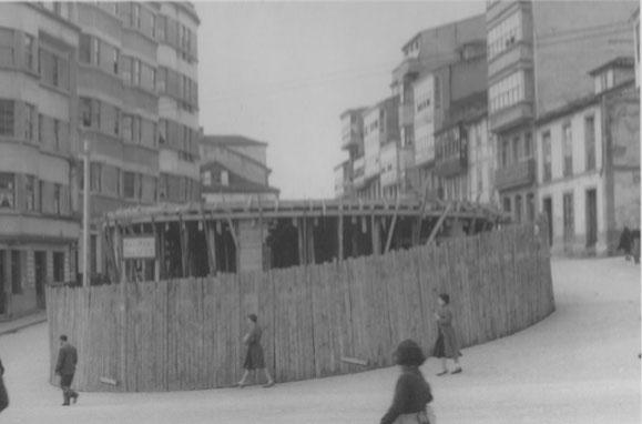 CONSTRUCCION BAJOS COMERCIALES PLAZA DE ESPAÑA HACIA CALLE HOSPITAL,DEBE SER DE LOS AÑOS 50.