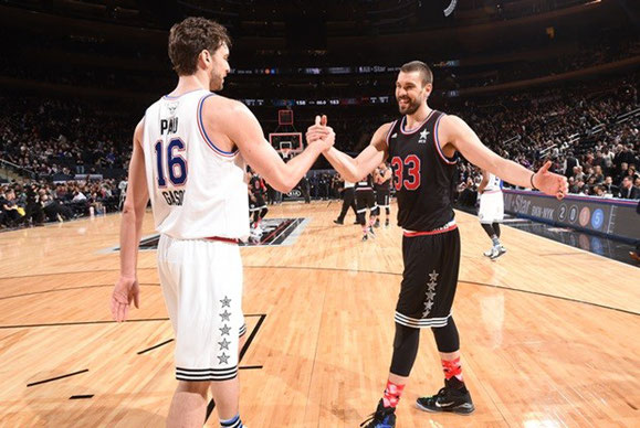 2 HERMANOS ESPAÑOLES FRENTE A FRENTE EN UN ALL STAR DE LA NBA,ADEMAS HACIENDO EL SALTO INICIAL,SI ME LO DICEN EN LOS AÑOS 80, TILDARIA AL ILUMUNADO DE LOCO.