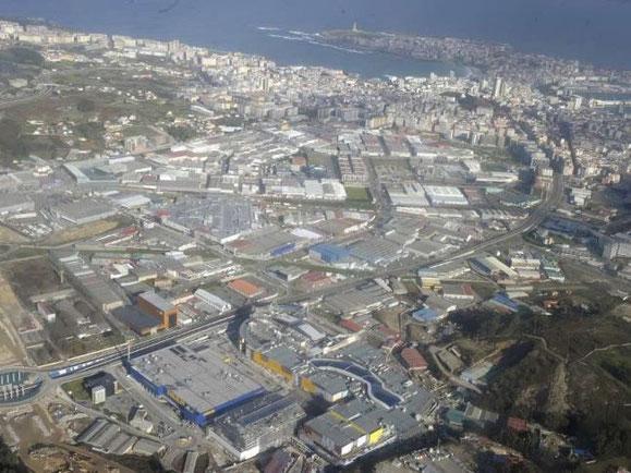 EN PRIMER PLANO EL IKEA Y MARINEDA CITY,JAMAS ENTRARE EN ESOS ENJENDROS DE CENTROS COMERCIALES PARA CONSUMISTAS.
