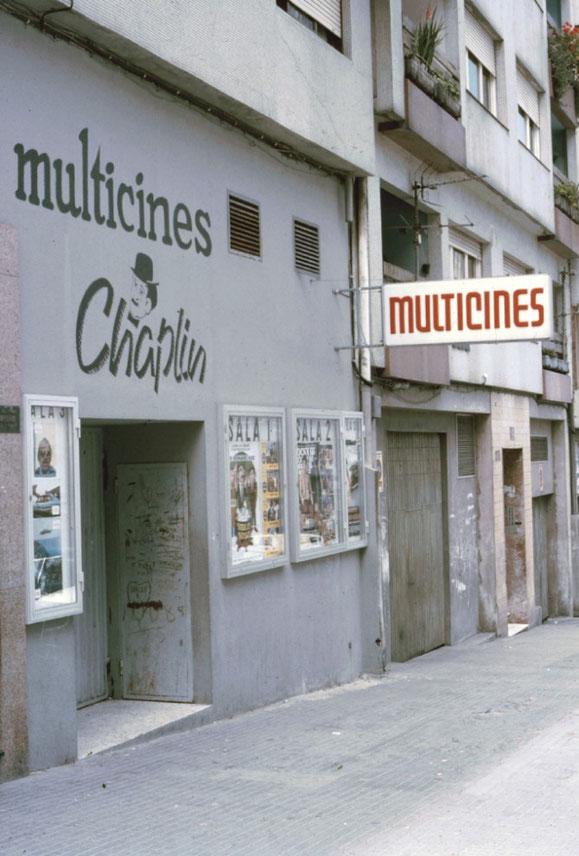 CINES CHAPLIN (RONDA DE OUTEIRO 273).