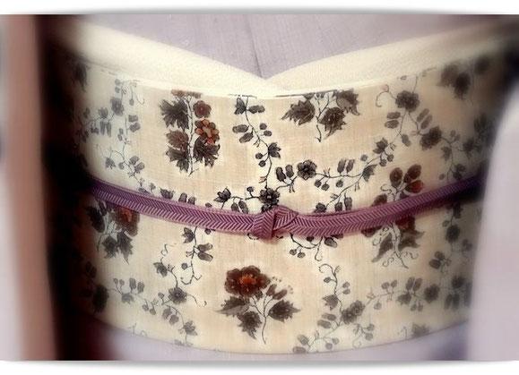 森田空美流の九州出張着付けレッスンの装いです。藤色の無地紬は浦野理一作縦節紬。ベージュの和更紗の帯を合わせています。