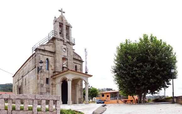 Igrexa e Asociación de San Xurxo ao fondo