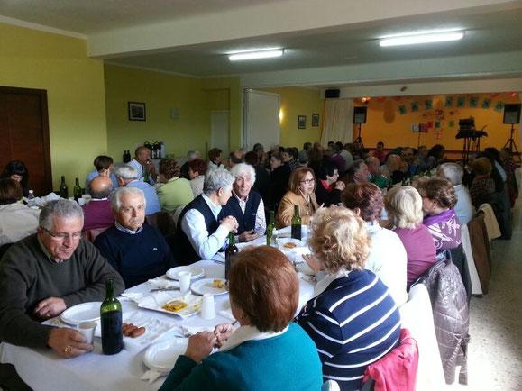 O día de San Xurxo celébrase unha comida veciñal para xuntarnos todos os veciños