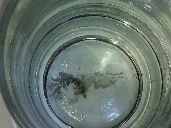 Kupferdendriten am Glasboden