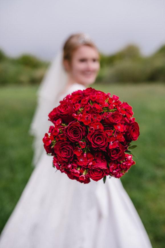 Roter Brautstrauß, Hochzeit in Lachendorf, Olen Drallen Hoff