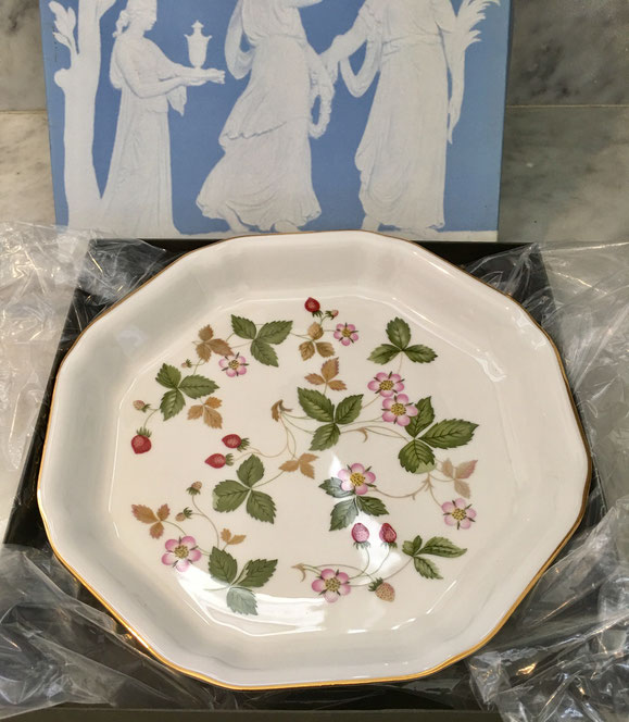 5: Wedgewood Wild Strawberry Octagonal Plate $40 value