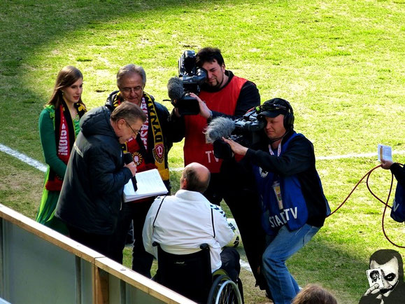 SG94-Stadionsprecher Tai Volkmer nahm die Einladung der SG Dynamo Dresden gerne an - und war als Gastsprecher vor knapp 30.000 Zuschauern beeindruckt, aber nicht um Sprüche verlegen.