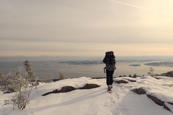 Wandern mit Schneeschuhen (Slåttdalsberget, Schweden)