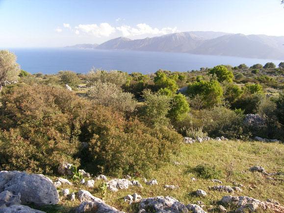 An klaren Tagen kann man bis Zakythos sehen und im Winter die Schneeberge bei Patras