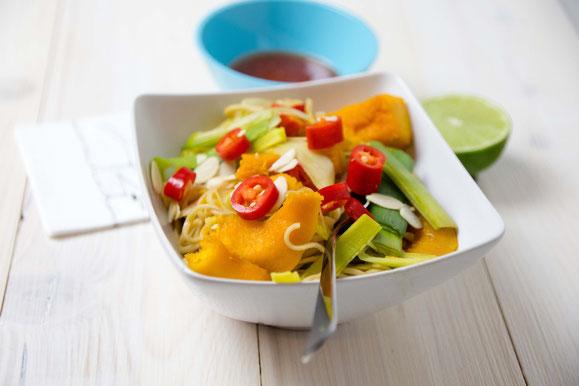 Bild zum Rezept für Kombi-Steamer und Dampfgarer: Asiatische Nudeln mit Kürbis und Lauch