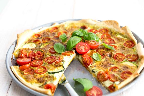 Tomaten-Basilikum-Zucchini Tarte aus dem Dampfgarer.