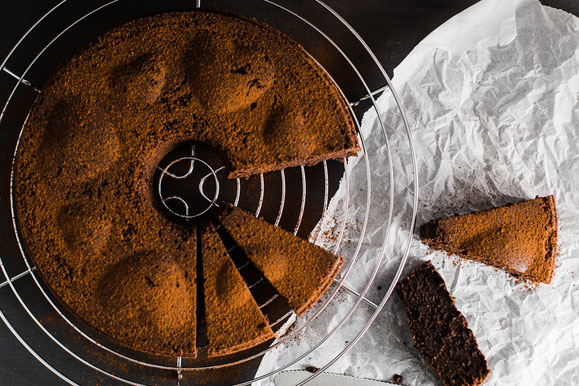 Schokoladenkuchen ohne Mehl aus dem Dampfgarer.
