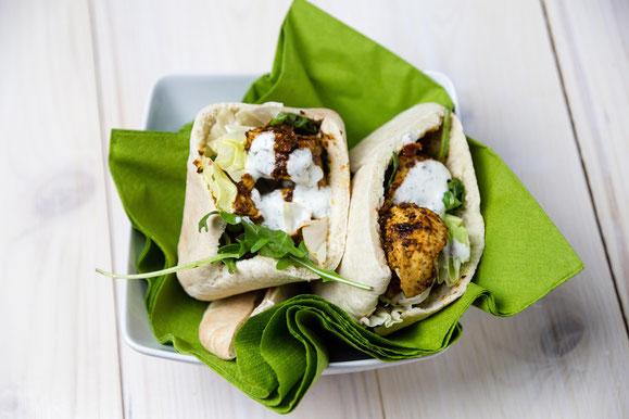 Rezept für Kombi-Steamer und Dampfgarer: Pita-Brot mit Tagine-Poulet und Zaziki.