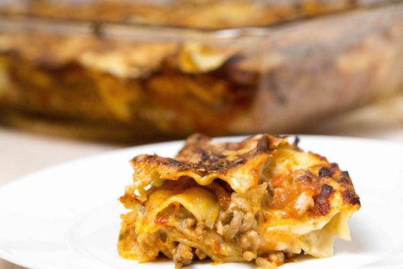 Klassische Lasagne Bolognese aus dem Dampfgarer.