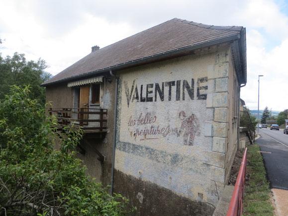 Une ancienne publicité à La Salle-en-Beaumont