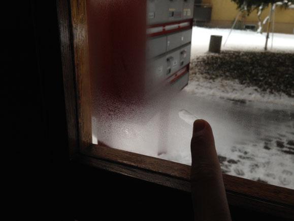 So sieht meine einzelverglaste Haustüre im Winter aus