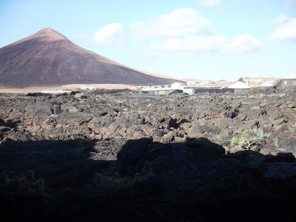 Blick aus dem Skizzenraum auf die Lavawüste