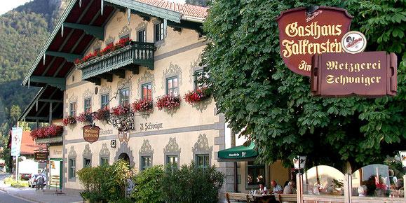 Gemütliche Gaststuben im Gasthof Falkenstein in Flintsbach