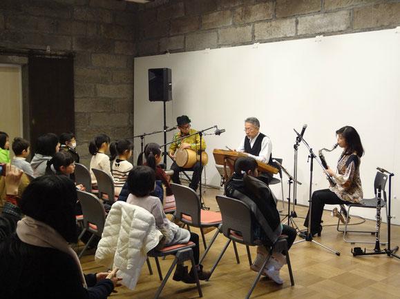 講師の楽団「ビロビジャン」によるミニコンサート