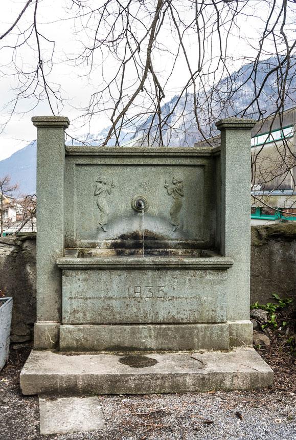 Brunnen Nordseite, Koordinaten 722623 213593