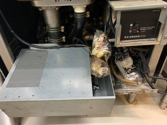洗剤ポンプ隣のボックス部分も取り外します