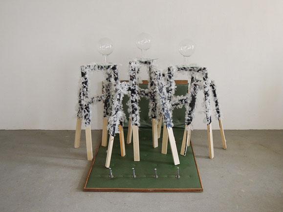 Drang, Holz, Möbel, Glas, Teer, Federn, 126x163x137 cm