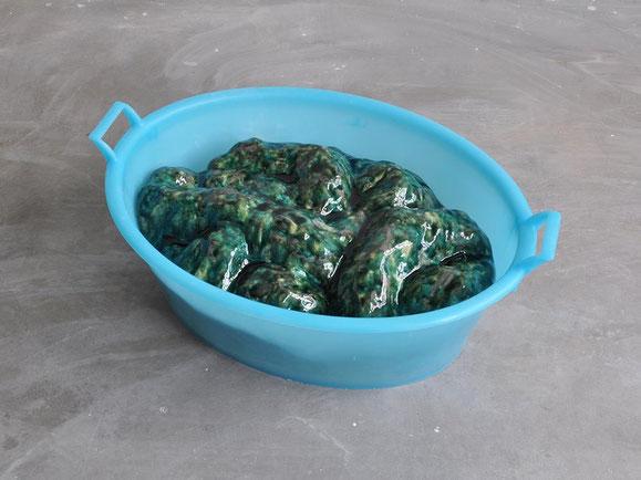 Materie, Steinzeugton, Glasur, Plastikwannen, 30x51x73 cm (2x)