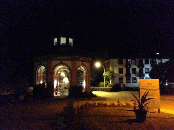 Das Hotel im Abendlicht