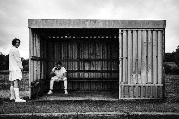 Sind Kaffkönig die nächsten Kronprinzen der deutschen Rockszene? Eine Woche, bevor ihr Debütalbum auf den Markt kommt, spielen die Newcomer in Mengen eine exklusive Vorabshow. Foto: Promo