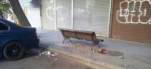 """Suciedad en la zona (Imagen publicada en Facebook por """"Ferretero de Madrid"""")"""