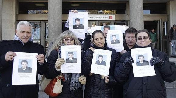 Los padres de Gabriel Vidrascu, a la derecha, junto a los de Sandra Palob (Imagen: ABC)