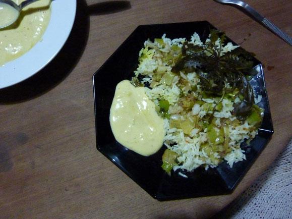 Kräuter vom eigenen Land mit Reis. Gesund und lecker.