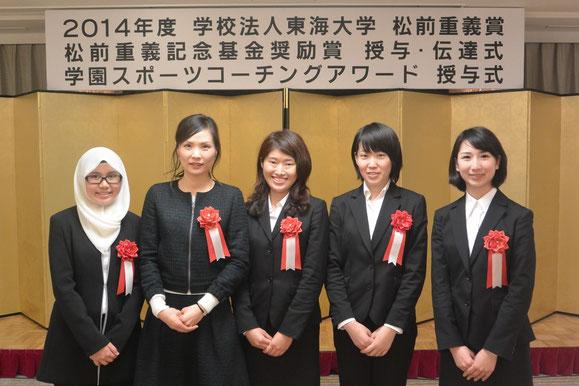 受賞した5名。右から2人目が若月さん。情報理工学専攻M2と機械工学専攻M2とヨーロッパ文明4年。